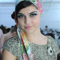 cos-alice-olivia-spring-2012-retro-bun-cat-eye-makeup-beauty-and-the-beat-blog