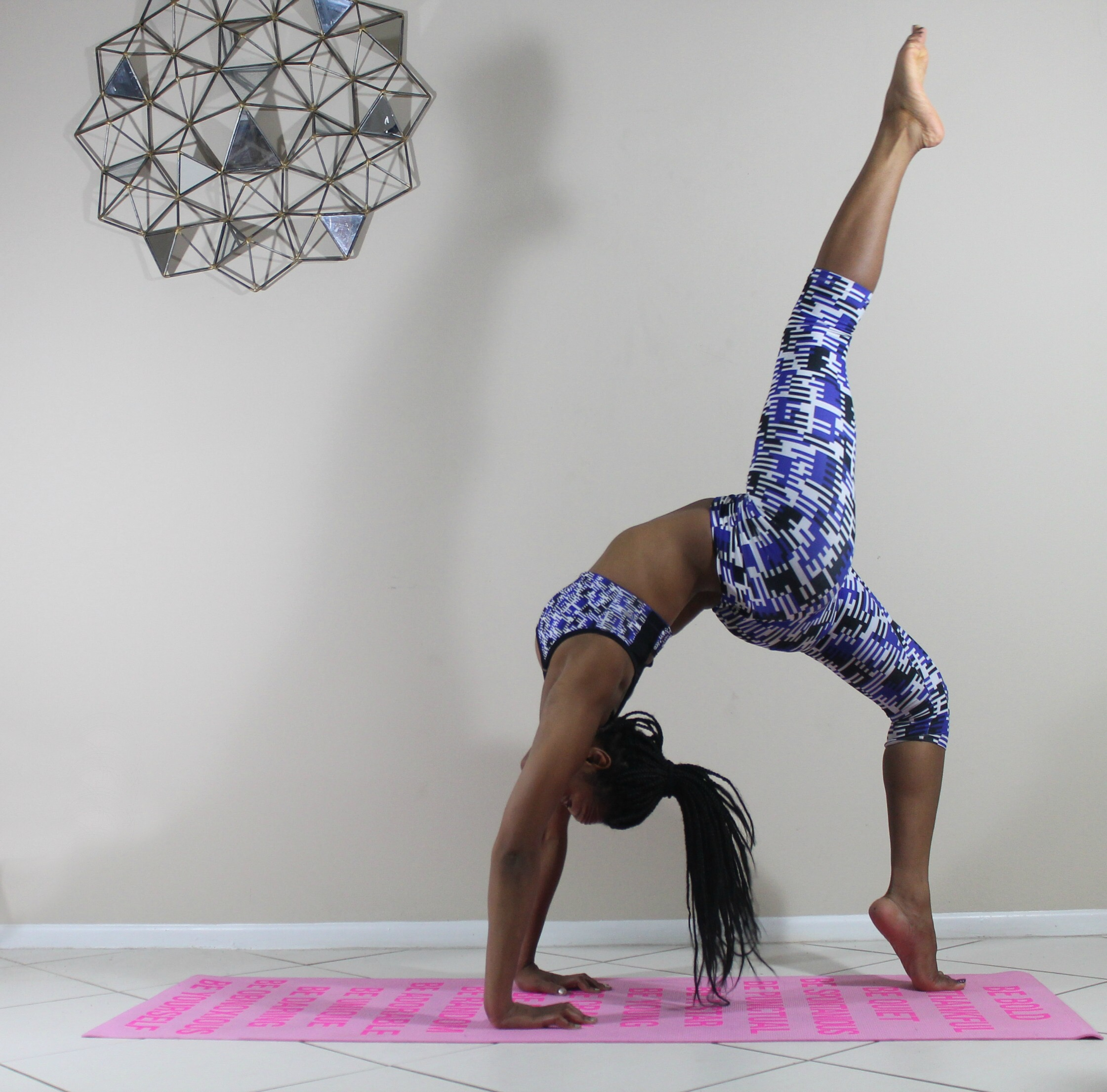 handstand-asana-inversion-pose-asana-black-girl-yoga-5-tips-for-beginner-yoga-free-resources-beauty-and-the-beat-blog