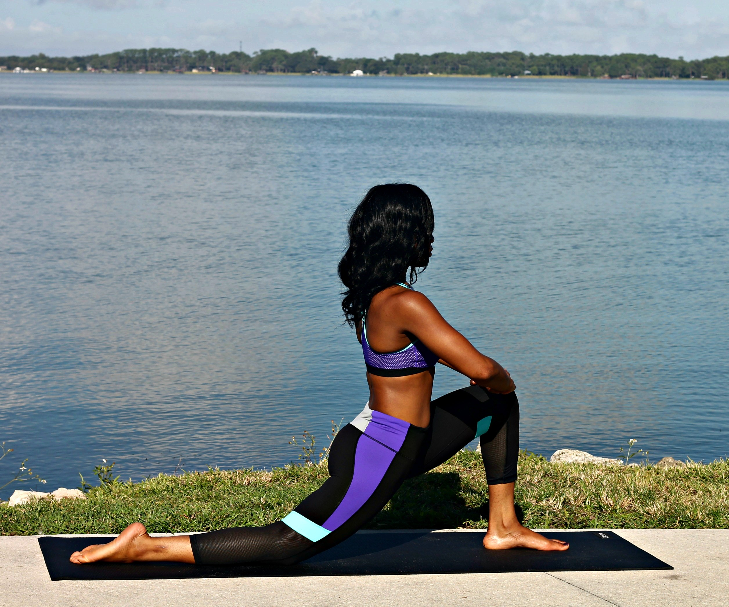 low-lunge-yoga-hip-stretch-morning-yoga-sequence-heart-opener-anjaneyasana-beginner-yogi-beauty-and-the-beat-blog