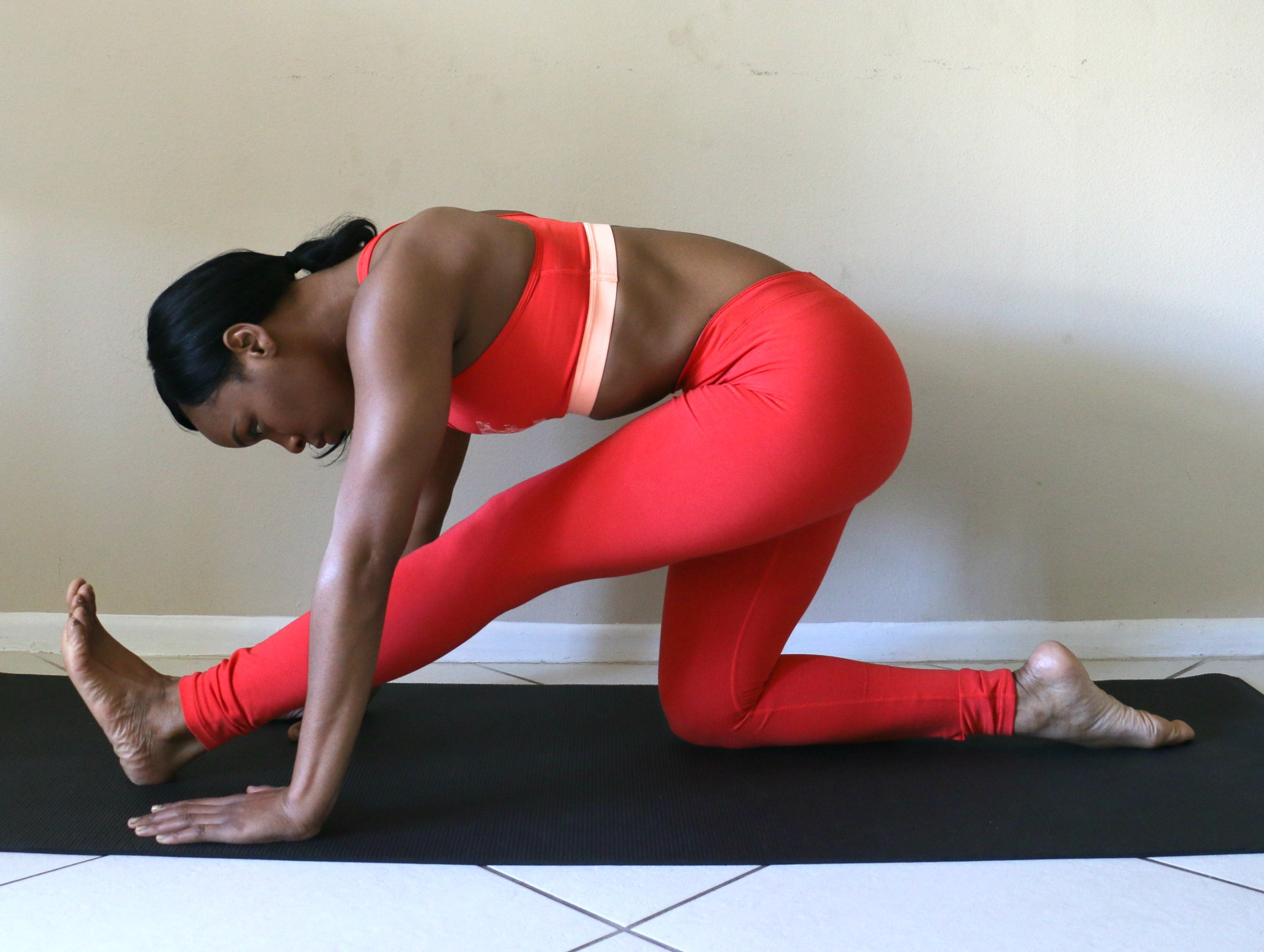 half-monkey-pose-half-split-yoga-pose-to-help-the-splits-how-to-beauty-and-the-beat-blog