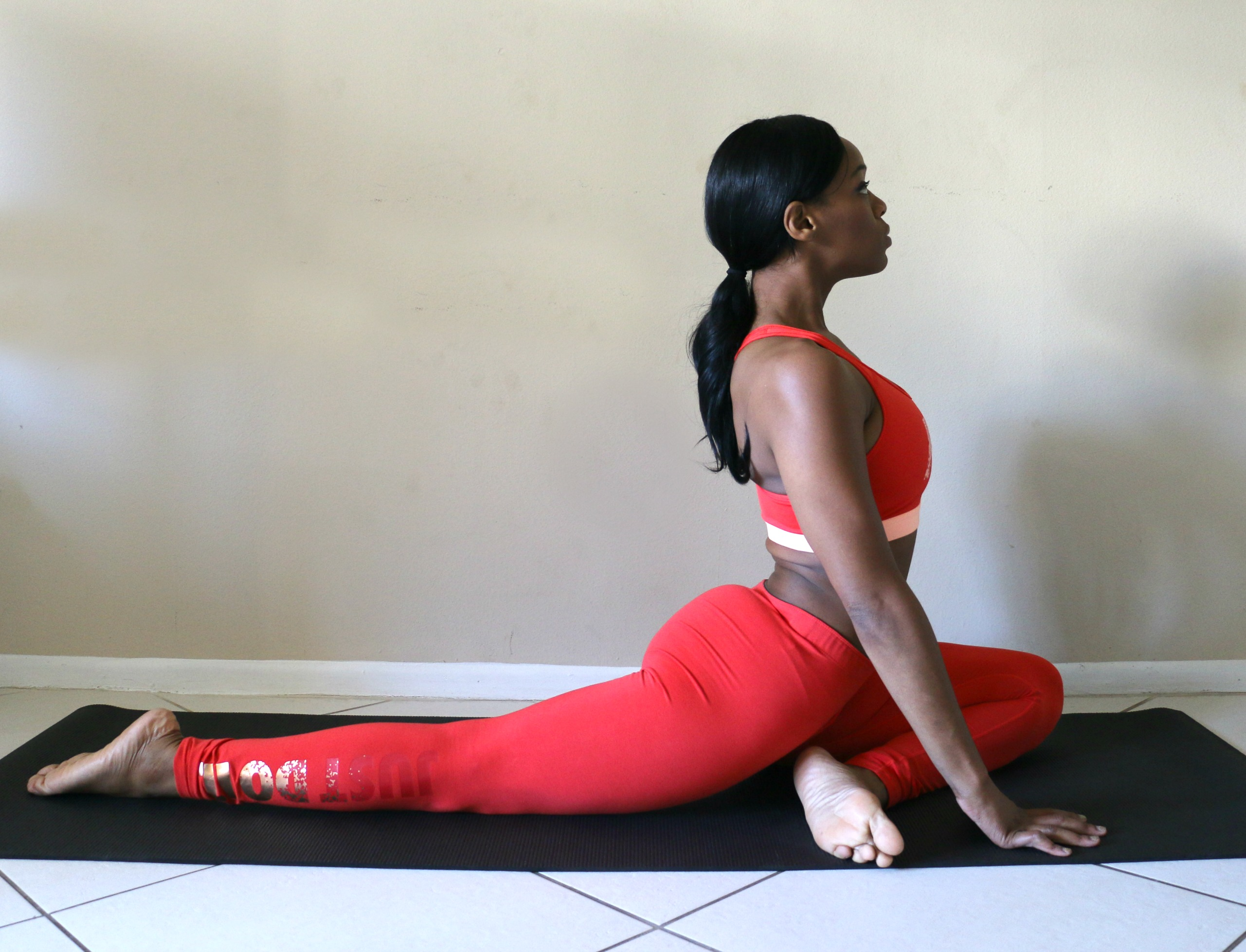one-legged-king-pigeon-pose-how-to-do-the-splits-tutorial-yoga-beauty-and-the- beat-blog