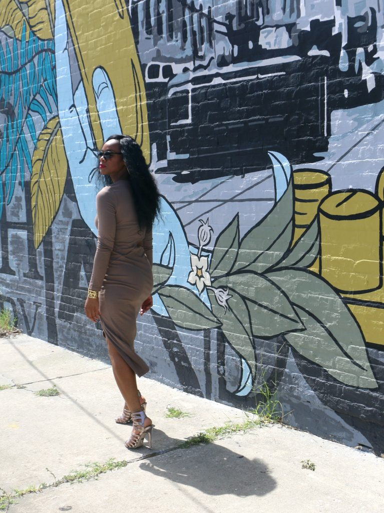 tampa-mural-topshop-metallic-strappy-heels-ootd-taupe-nasty-gal-dress-with-cutouts-summer-fashion-outfit-inspiration-beauty-and-the-beat-blog